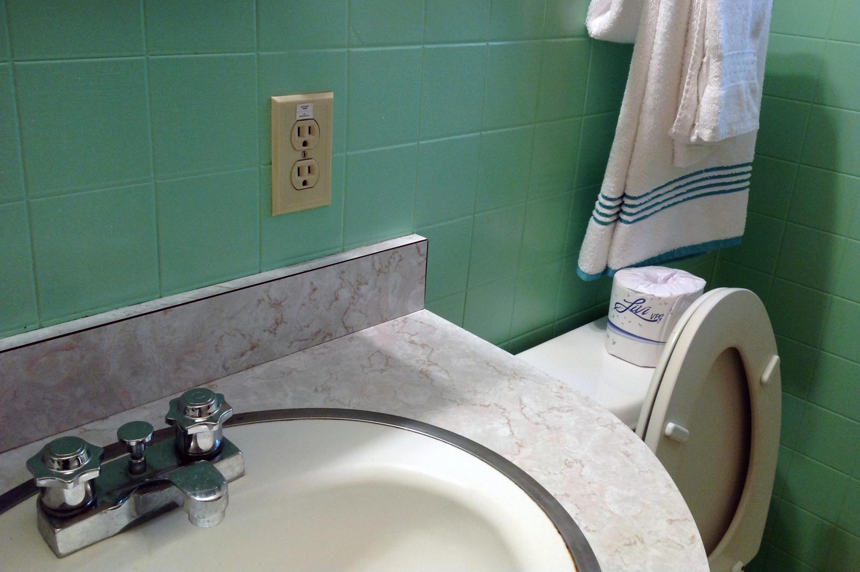 motel-toilet